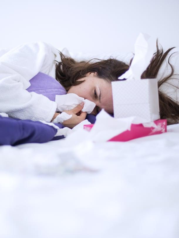 Flunssaoireet voivat tuntua raskaana ollessa erityisen kurjilta, mutta sikiölle kausiflunssasta ei ole haittaa. Kuva: iStockphoto