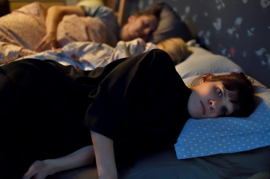 Joulumaan Unna (Anna Paavilainen) ei saa unta. Kuva: Sami Kuokkanen © Helsinki-filmi