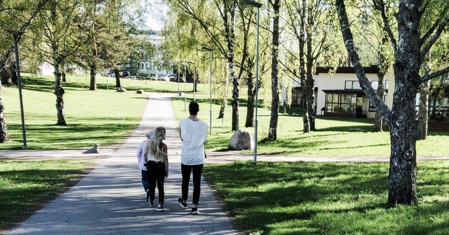 Vanhemman tulee hyväksyä lapsen valitsema polku ja kunnioittaa sitä. Kuva: Herkkä mies