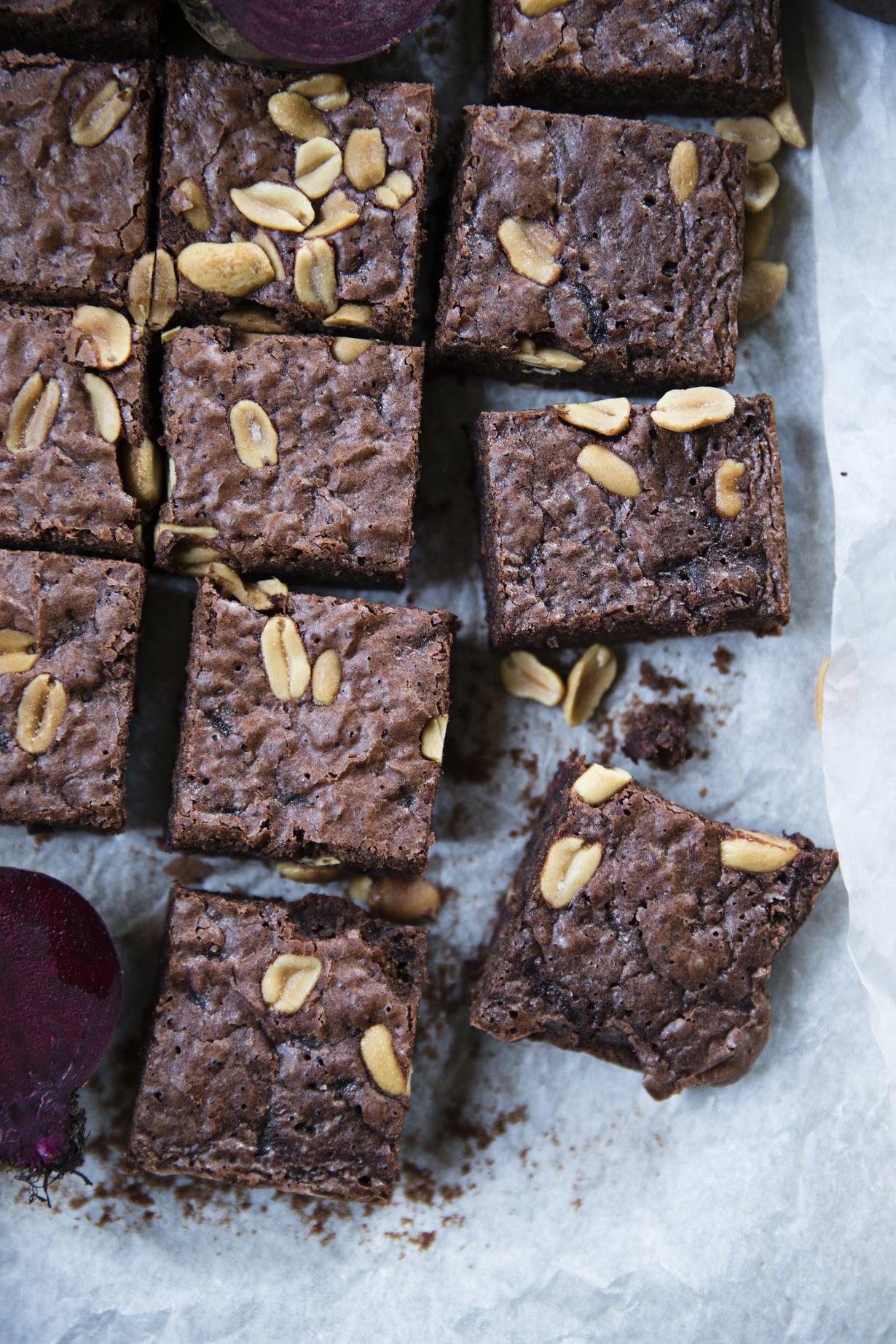 Punajuuren, suklaan ja suolapähkinöiden liitto syntyy helposti ilman sähkövatkainta. KUVA: Anna Huovinen