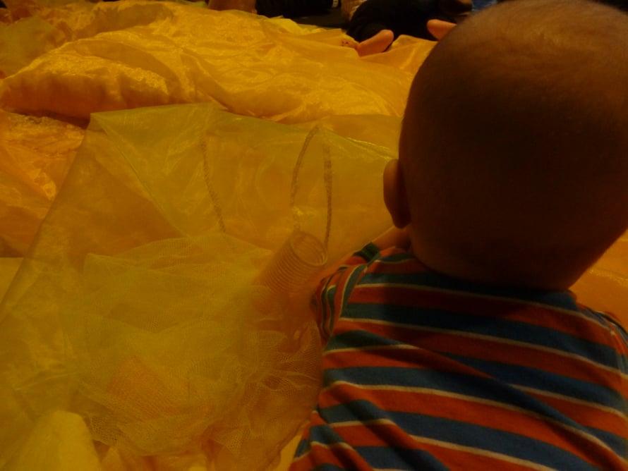 Värileikki aloitettiin keltaisen keskellä kellotellen.