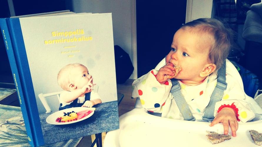 Hehehe, vähän ottanut meidän kirja jo osumaa kun rasvaläikkiä kannessa.