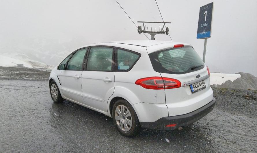 Sanovat, että Fordin ostamalla saa taivaspaikan ja toisen ostamalla ilmaisen mielentilatutkimuksen. Niin tai näin, meidän ensimmäinen Fordimme vei meidät lähemmäksi taivasta kuin mikään muu auto aikaisemmin.