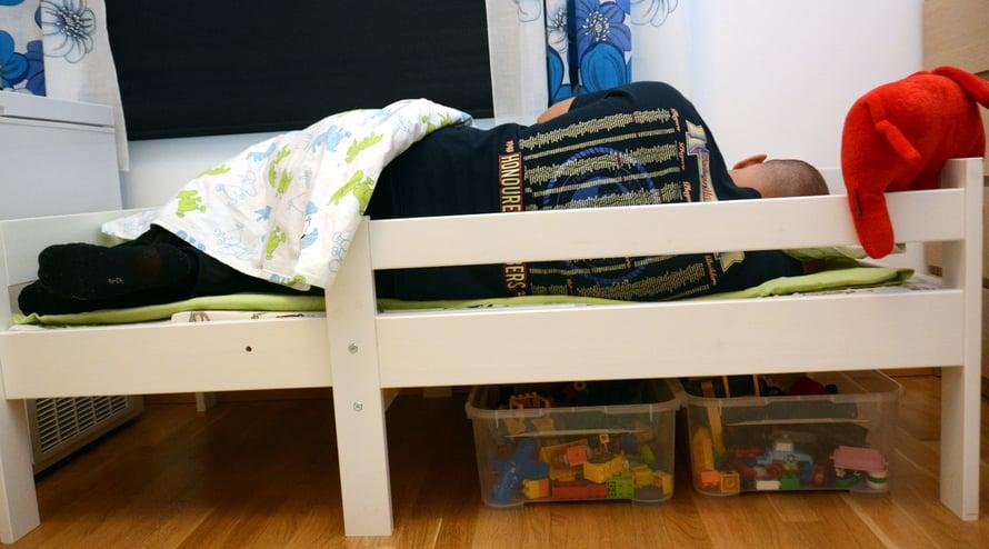 Voin vannoa, että 155 cm sängyssä nukuttaminen tuntuu ainakin yhtä pahalta miltä se näyttää!