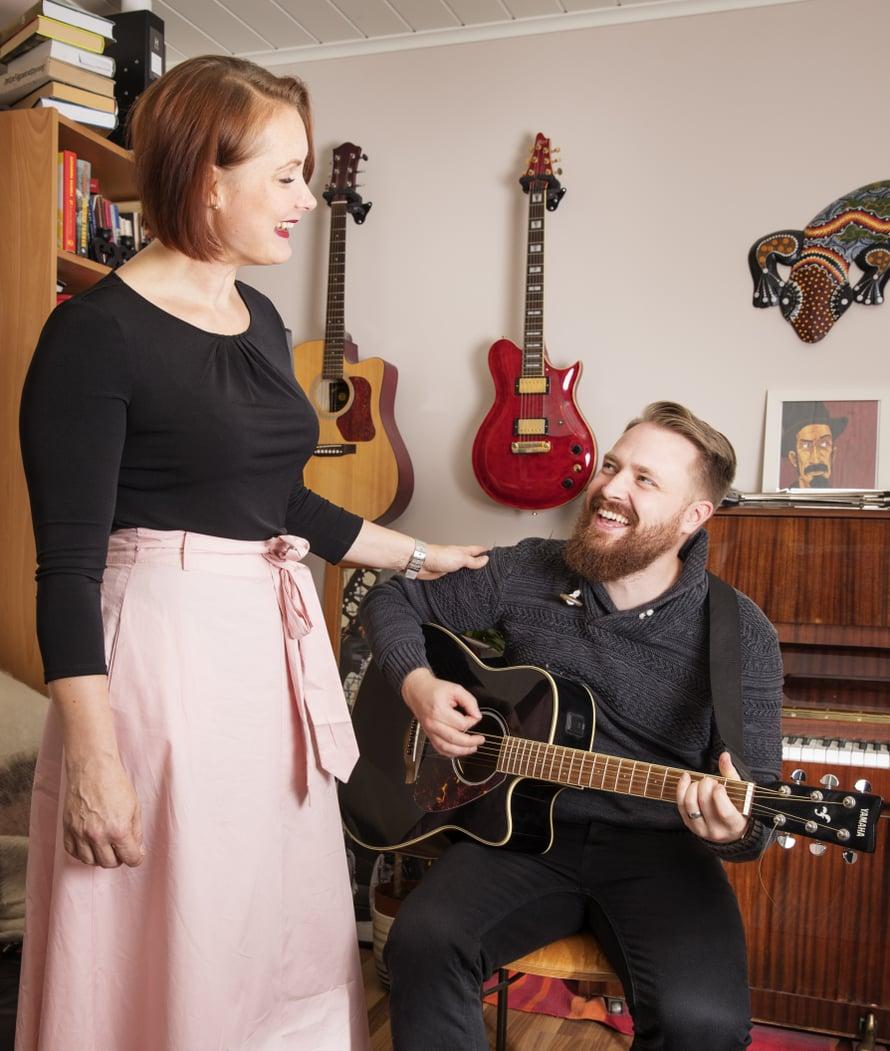 Musiikki on Petran ja Eeron yhteinen juttu. Kuva: Lasse Lecklin