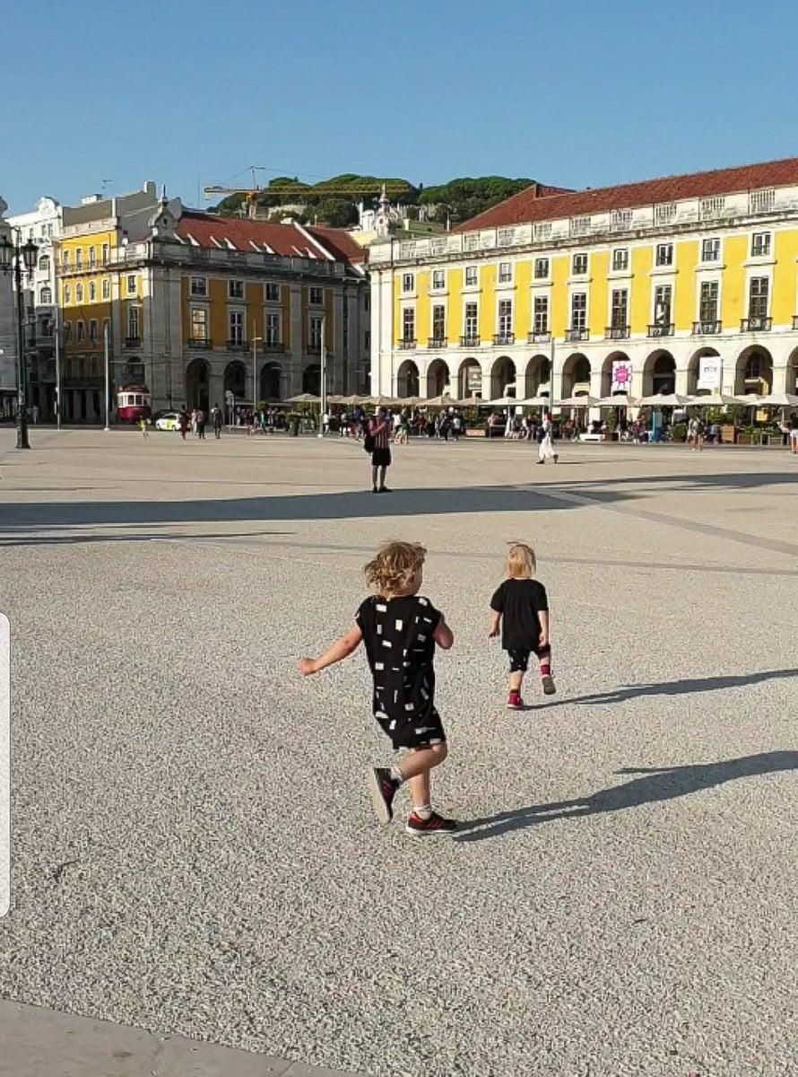 Lissabon lasten vauhdilla. Kuva: Koti-iskä88