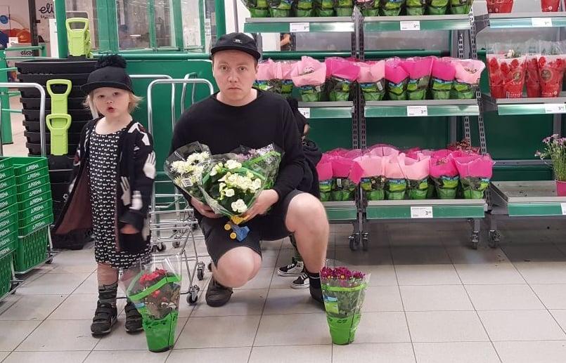 Beibsin mielestä kukkaostoksilla enemmän on enemmän. Kuva: Koti-iskä88