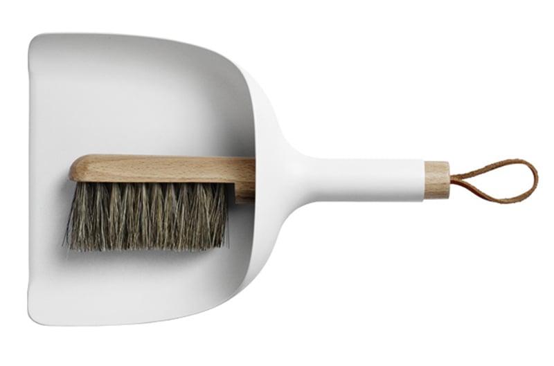 Sotku vähenee, usko pois! Sillä välin auttavat kivat välineet sekä zen-asenne. Sweeper & Funnel -setti 69,90 e, finnishdesignshop.fi