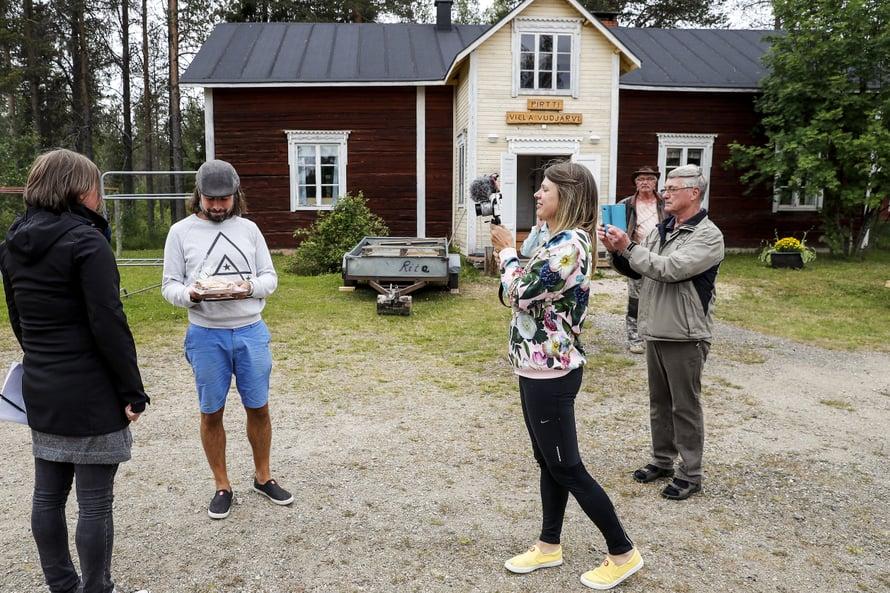 Nykyään myös perheemme isä eli Papa näkyy videoilla #vaihtovuosisodankylässä projektissa. Kuva Pekka Aho/Lapin kansa
