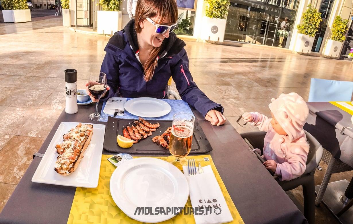 Alicante,  castillo de Santa Barbara, Mirvan Menomatkat, Mölsä Pictures, travelling with a baby, lunch, bruschetta, langostinos, red wine, good food