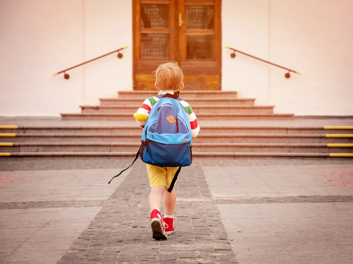 Kahden koululaisen äiti kertoo kokemuksensa koulusta, jossa riittää kokeiluja ja uudistuksia.