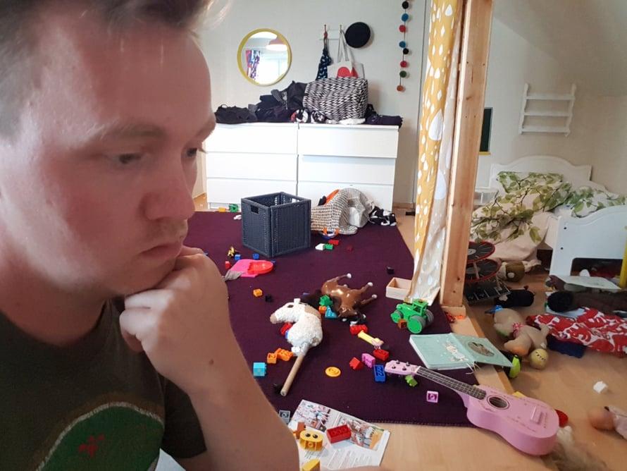 Muutama minuutti lelujen siivouksen jälkeen. Koti-iskä88