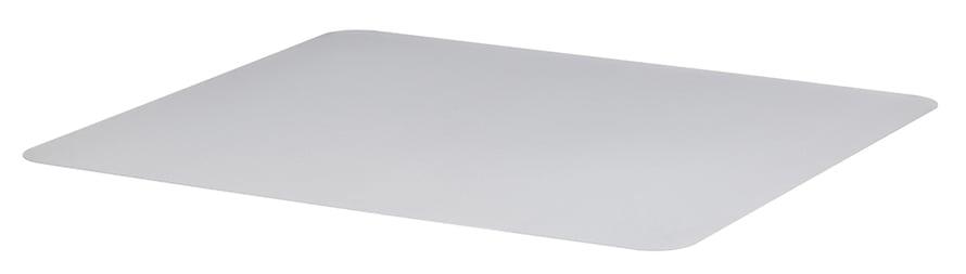 Sotku lattialla järkyttää vähemmän, kun pöydän alla on suojamuovi. Kolon-lattiasuoja 14,99 e. Ikea.