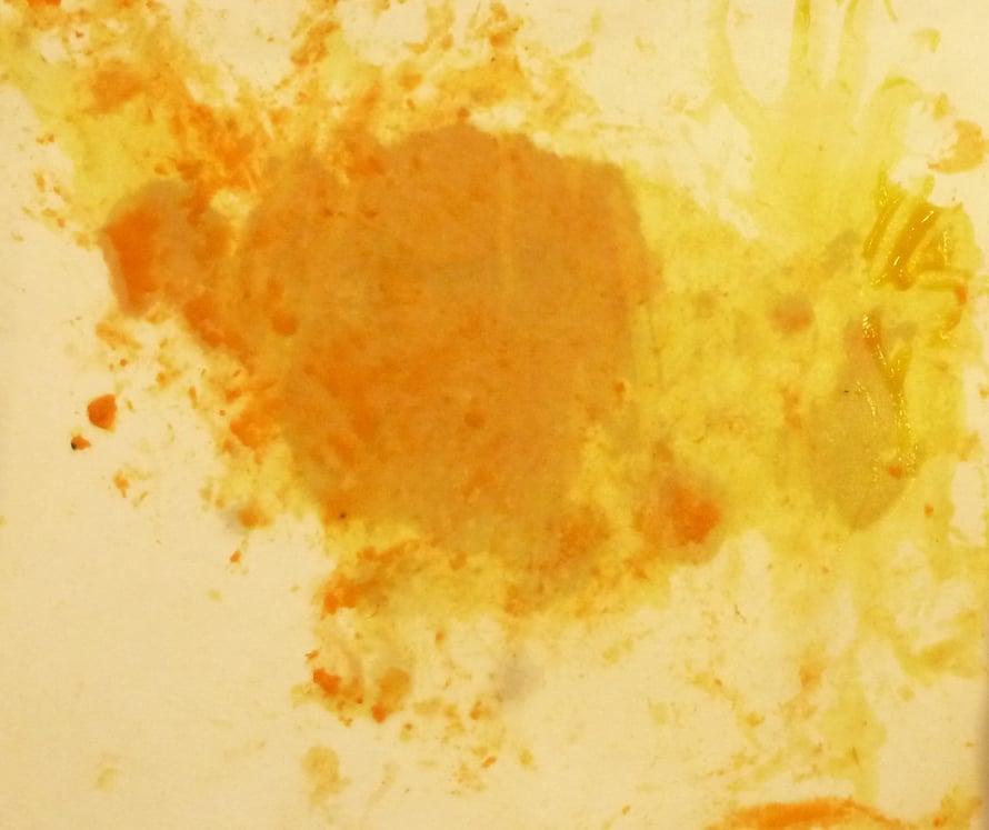 """Lopullinen taideteos näytti räjähtävältä auringolta. Taiteilija itse luonnehti teostaan sanoin """"krrr, krrr""""."""