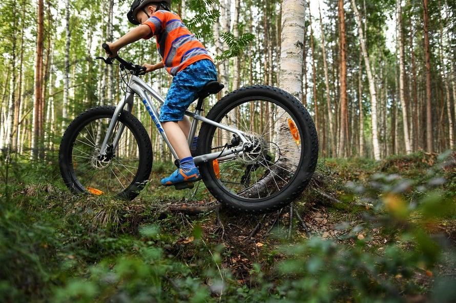 """""""Tämä pyörä ei paukuta pyllyyn. Tässä on paksut renkaat, jotka tuntuvat joustavan."""""""