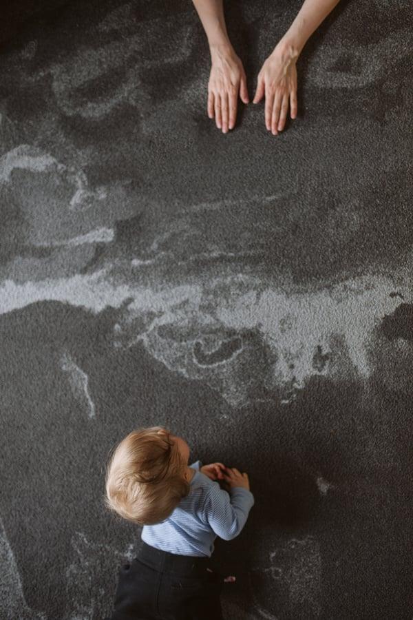 """Kuva: Niki Strbian. Turhat sälät poistettu kuvan ympäriltä ja luotu kuvaan """"jotain pientä ideaa""""."""