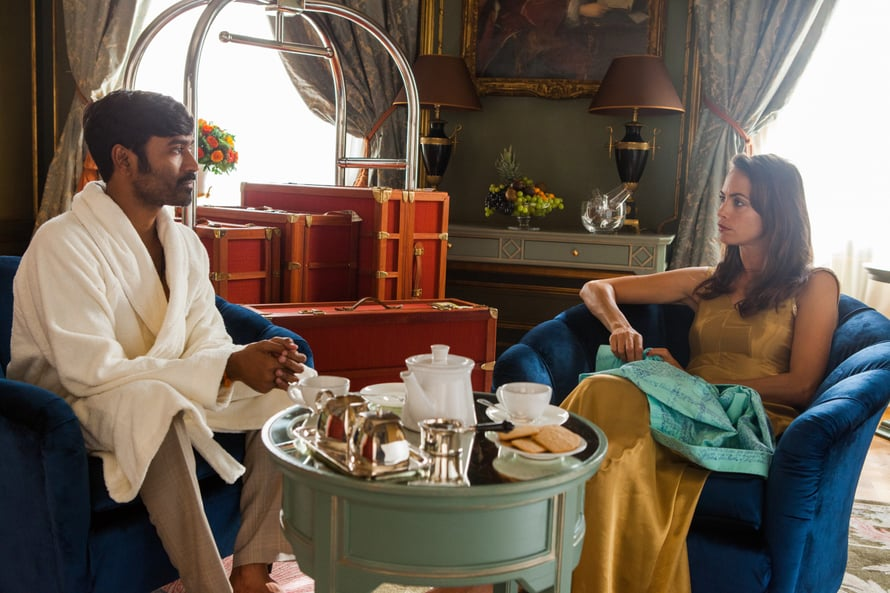 Hyväntahtoinen Aja päätyy supertähden hotellihuoneeseen matkalaukussa. Kuva: Future Film
