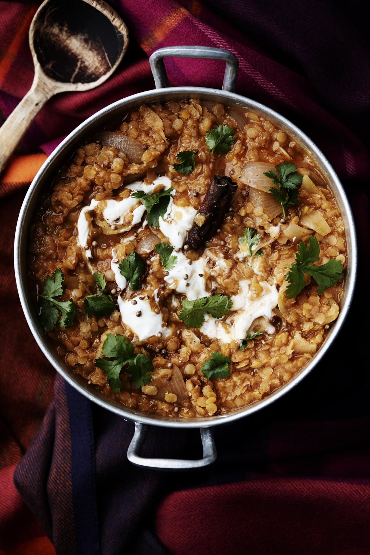 """Tarjoa linssimuhennos vaikkapa riisin kera. Kuva: <span class=""""photographer"""">Panu Pälviä</span>"""